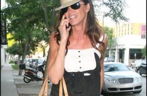 Quand Janice Dickinson, 54 ans, ose la  salopette courte, c'est pas un peu too much ?