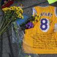 Illustrations des hommages rendus à Kobe Bryant par les fans devant le Staples Center à Los Angeles, le 29 janvier 2020.
