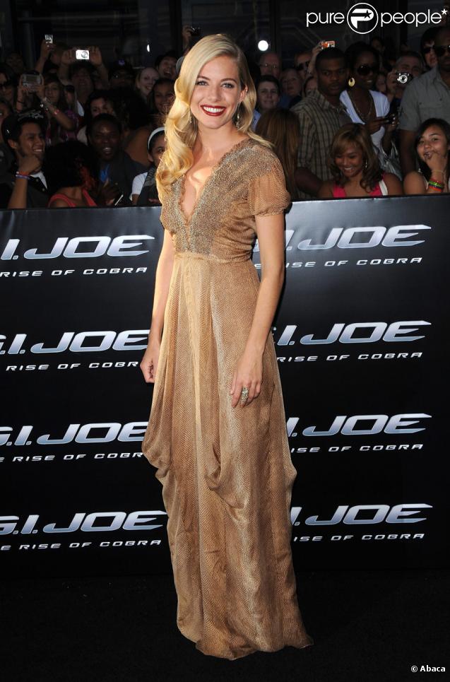 Sienna Miller lors de la première à Los Angeles de G.I. Joe - Le réveil du Cobra le 6 août 2009