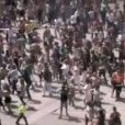 26 juillet 2009 : De nombreux danseurs reprennent la chorégraphie de Beat It, à Paris.