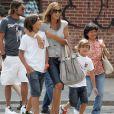 Paolo Maldini avec sa femme Adriana et leurs fils Christian et Daniel à New York, le 8/08/09