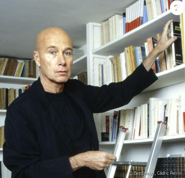 Exclusif - Rendez-vous avec l'écrivain Gabriel Matzneff à son domicile à Paris le 16 novembre 1995. © Cédric Perrin / Bestimage