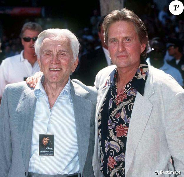 Kirk Douglas et son fils Michael à Los Angeles en 1997
