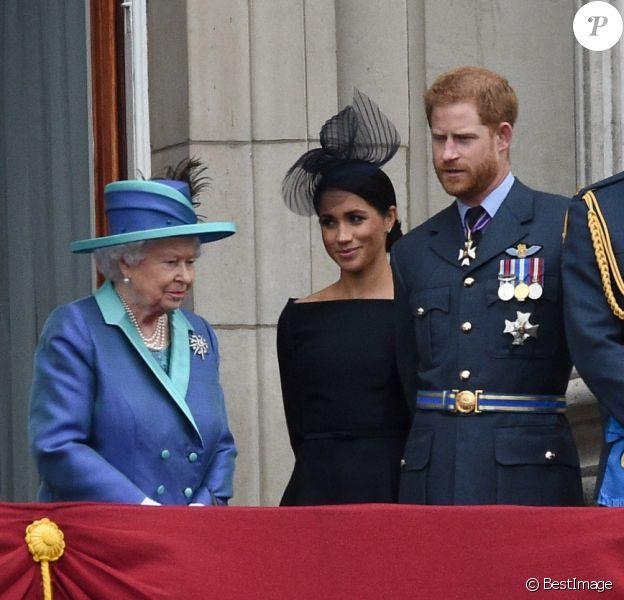Le prince Charles, la reine Elizabeth II, Meghan Markle, duchesse de Sussex, le prince Harry, duc de Sussex, le prince William, duc de Cambridge, Kate Middleton, duchesse de Cambridge - La famille royale d'Angleterre lors de la parade aérienne de la RAF pour le centième anniversaire au palais de Buckingham à Londres. Le 10 juillet 2018