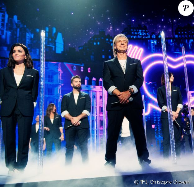 """Jenifer, Jean-Louis Aubert, Liane Foly et Kendji Girac. Photo officielle du concert des enfoirés 2020 """"Le Pari(s) des Enfoirés"""" à l'AccorHotels Arena à Paris. Il sera diffusé sur TF1 le 6 mars 2020."""