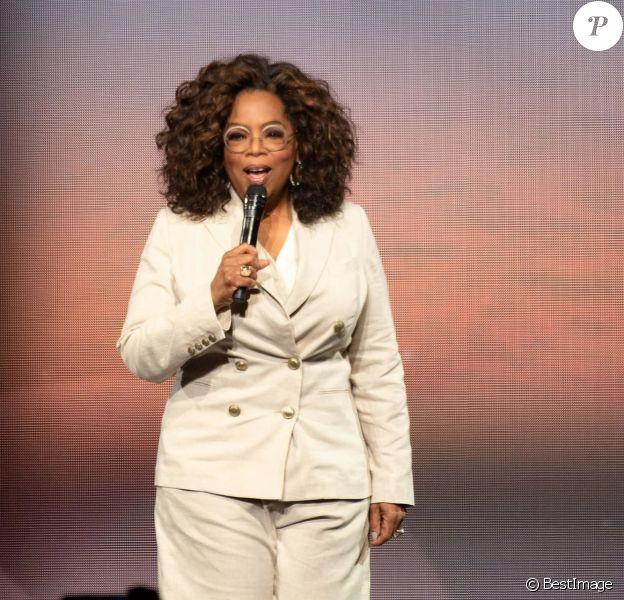 """Oprah Winfrey à la rencontre de ses fans à San Francisco lors du show """"Oprah's 2020 Vision : Your Life In Focus"""", le 22 février 2020."""