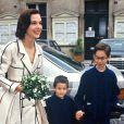 Archives - Carole Bouquet avec ses fils Dimitri et Louis le jour de son mariage avec Jacques Leibowitch. Le 22 juin 1991.