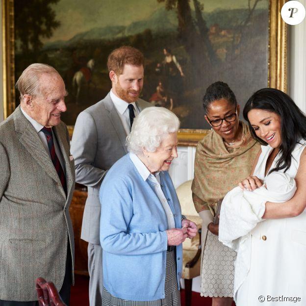 Le prince Philip, duc d'Edimbourg, la reine Elizabeth II d'Angleterre, la mère de Meghan Doria Ragland, le prince Harry, duc de Sussex, Meghan Markle, duchesse de Sussex, et leur fils Archie Harrison Mountbatten-Windsor. Windsor, le 7 mai 2019.