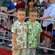 Dylan et Cole Sprouse à Hollywood, le 13 mai 2002.