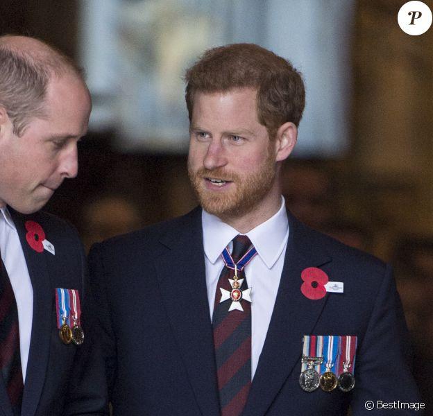 Le prince William, duc de Cambridge, et le prince Harry lors de la cérémonie commémorative de l'ANZAC Day à l'abbaye de Westminster à Londres. Le 25 avril 2018