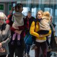 Exclusif - Emily Blunt, son mari John Krasinski et leurs enfants Hazel et Violet arrivent en famille à l'aéropot d'Heathrow à Londres le 30 décembre 2019.