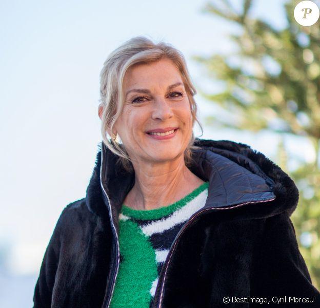 """Michèle Laroque - Photocall du film """"Chacun chez soi"""" lors de la 23ème édition du festival international du film de comédie l'Alpe d'Huez le 16 janvier 2020. © Cyril Moreau/bestimage"""