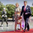 Le roi Willem-Alexander et la reine Maxima des Pays-Bas ont déposé une gerbe de fleurs lors d'une cérémonie hommage au cimetière des héros de Kalibata à Jakarta, à l'occasion d'un voyage officiel en Indonésie, le 10 mars 2020