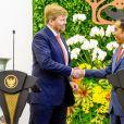 Le roi Willem-Alexander et la reine Maxima des Pays-Bas ont été accueillis par le président Joao Widodo et sa femme Iriana au palais présidentiel de Jakarta, à l'occasion d'un voyage officiel en Indonésie, le 10 mars 2020.