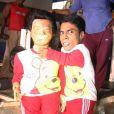 Ajay Kumar est un acteur indien, l'acteur le plus petit du monde. Il mesure 76 cms ! Ici avec sa doublure...