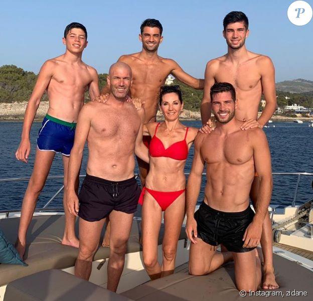 Zinédine Zidane en vacances à Ibiza avec sa femme Véronique et leurs quatre fils. Le 7 juillet 2019.