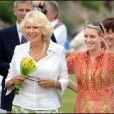 Camilla Parker-Bowles et sa fille Laura au Bowood Dog Show and Country Fair, dans le Wiltshire, en 2006.