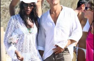 Naomi Campbell sous le soleil avec son tendre milliardaire... absolument sexy !