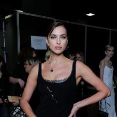 """Irina Shayk - Backstage du défilé de mode """"Versace"""" collection Automne-Hiver 2020-2021 lors de la fashion week à Milan, le 21 février 2020."""