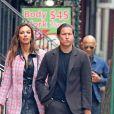 Exclusif - Vito Schnabel et sa compagne Madalina Diana Ghene se promènent dans la rue à New York, avant de se séparer Vito embrasse sa compagne. New York, le 18 avril 2019.