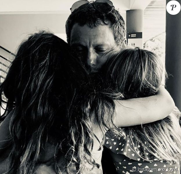 Marc-Olivier Fogiel avec ses filles Mila et Lily. Instagram, le 17 août 2019.