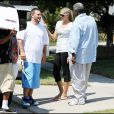 K-Fed retrouve ses enfants Kori et Kaleb nés de son union avec Shar Jackson. Il est accompagné de sa petite-amie. Août 2009