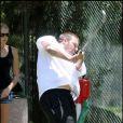Kevin Federline fait une partie de golf avec sa petite-amie Victoria. Août 2009