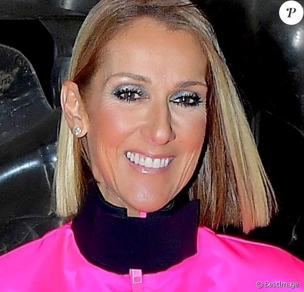 Céline Dion prend la pose pour les photographes après son show au Barclay's Center à New York, le 5 mars 2020.