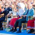 "Hanna Oberg (""prix Victoria Award""), le prince Daniel, la princesse Estelle de Suède, la princesse Victoria de Suède, le roi Carl Gustav de Suède, la reine Silvia lors de la célébration du 42e anniversaire de la princesse Victoria à Borgholm le 14 juillet 2019."