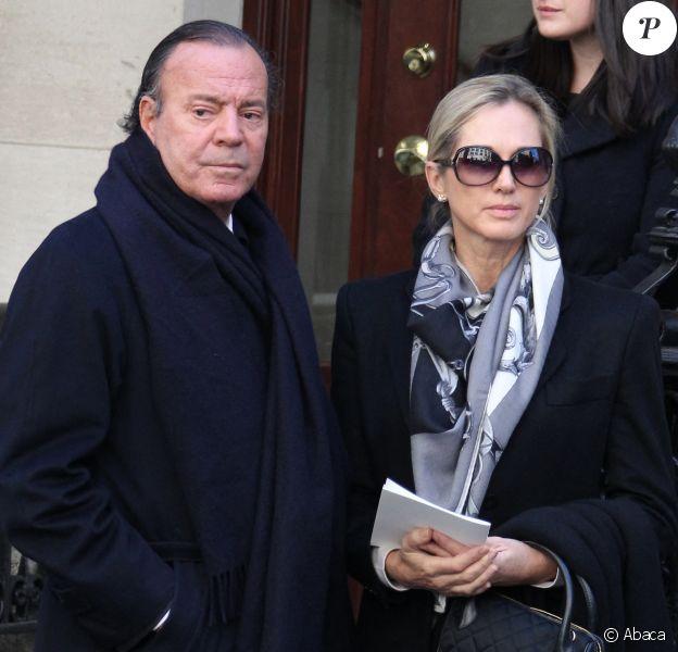 Julio Iglesias et sa femme Miranda aux funérailles d'Oscar de la Renta à New York en 2014.