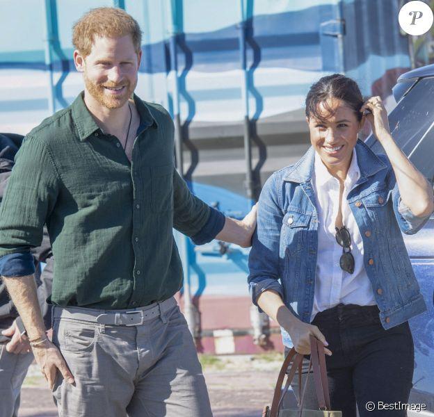 """Le prince Harry, duc de Sussex, et Meghan Markle, duchesse de Sussex rencontrent les membres de """"Waves for Change"""" au Cap lors de leur 2ème journée en Afrique du Sud. Le 24 septembre 2019"""