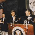 """Edward """"Ted"""" Kennedy, ici applaudi par son frère JFK en octobre 1963, est décédé le 25 août 2009 à l'âge de 77 ans."""