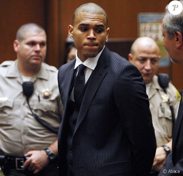 Chris Brown attendant le verdict du tribunal de Los Angeles  le 25 août 2009 quant à son procès pour l'agression de Rihanna