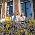 Le roi Willem-Alexander des Pays-Bas célébrait le 27 avril 2020 son 53e anniversaire et la Fête du Roi, la fête nationale, confiné au palais Huis ten Bosch à La Haye avec sa femme la reine Maxima et leurs filles la princesse héritière Catharina-Amalia, la princesse Alexia et la princesse Ariane.