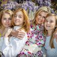 La reine Maxima et ses filles la princesse héritière Catharina-Amalia, la princesse Alexia et la princesse Ariane lors du 53e anniversaire du roi Willem-Alexander des Pays-Bas le 27 avril 2020 au palais Huis ten Bosch à La Haye