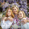La reine Maxima et ses filles la princesse Alexia et la princesse Ariane lors du 53e anniversaire du roi Willem-Alexander des Pays-Bas le 27 avril 2020 au palais Huis ten Bosch à La Haye