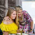 La reine Maxima et sa fille la princesse héritière Catharina-Amalia lors du 53e anniversaire du roi Willem-Alexander des Pays-Bas le 27 avril 2020 au palais Huis ten Bosch à La Haye