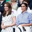 "Catherine (Kate) Middleton, duchesse de Cambridge et Meghan Markle, duchesse de Sussex assistent au match de tennis Nadal contre Djokovic lors du tournoi de Wimbledon ""The Championships"", le 14 juillet 2018"
