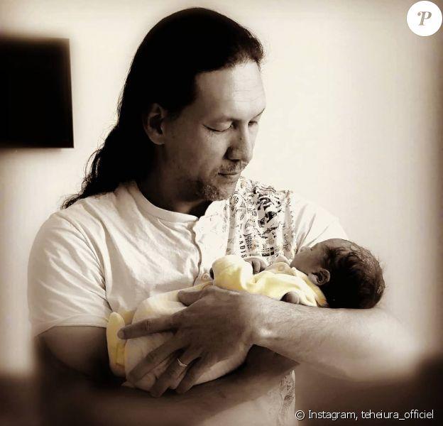 """Teheiura de """"Koh-Lanta"""" avec son fils, le 17 mai 2020"""