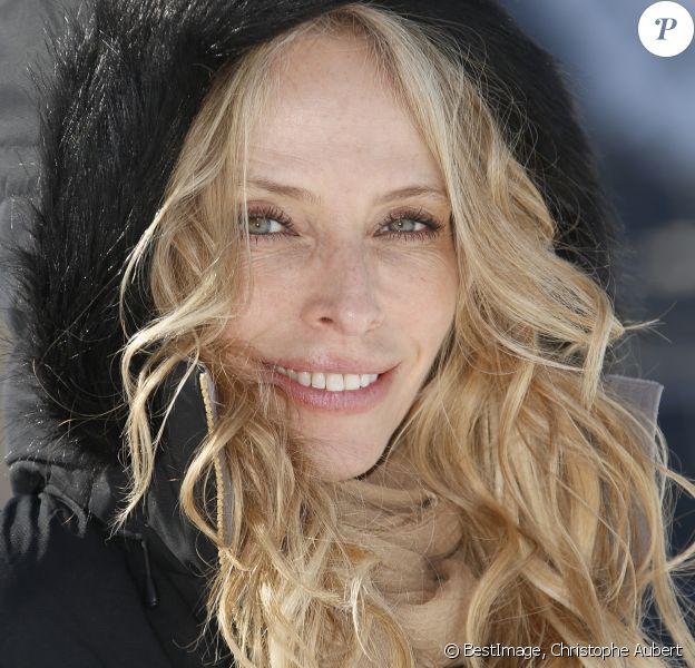 """Tonya Kinzinger lors du photocall du feuilleton télévisé """"Un si grand soleil"""" lors du 22e Festival des créations télévisuelles de Luchon, France, le 8 février 2020. © Christophe Aubert/Bestimage"""