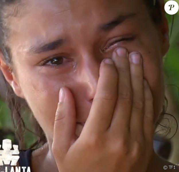 """Inès fond en larmes en évoquant ses parents dans """"Koh-Lanta 2020"""", le 29 mai 2020 sur TF1."""