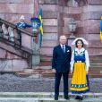 Le roi Carl XVI Gustaf et la reine Silvia de Suède au palais royal à Stockholm le 6 juin 2020 lors de la Fête nationale.
