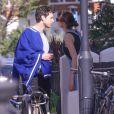 Exclusif - Mark Ronson et sa petite-amie, l'actrice Genevieve Gaunt, traverse le Holland Park de Londres. Le 29 mai 2020. @Splash News/ABACAPRESS.COM