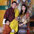 Le roi Jigme Khesar Namgyel Wangchuck et son épouse la reine Jetsun Pema (enceinte) avec leur fils le prince Jigme, le 19 mars 2020 sur Instagram. Photo prise en février 2020.