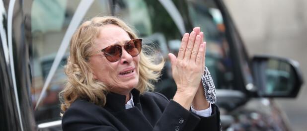 Obsèques de Guy Bedos : sa femme Joëlle effondrée mais digne face au cercueil