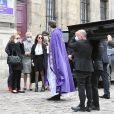 Joelle Bercot devant le cercueil de son mari Guy Bedos, à Paris, le 4 juin 2020