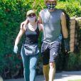Exclusif - Dax Shepard et sa femme Kristen Bell avec masques et gants de protection se promènent amoureusement dans leur quartier de Los Angeles en pleine épidémie de Coronavirus Covid-19 le 21 avril 2020.