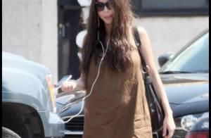 Mel Gibson se balade seul sans se préoccuper de Oksana Grigorieva... bien enceinte ! Pas cool !