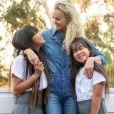 Laeticia Hallyday comblée auprès de ses fille Jade et Joy pour la fête des Mères célébrée le 10 mai 2020 aux Etats-Unis.