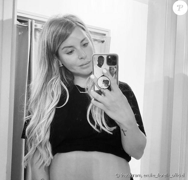 Emilie Fiorelli enceinte de son deuxième enfant, le 17 mai 2020, sur Instagram